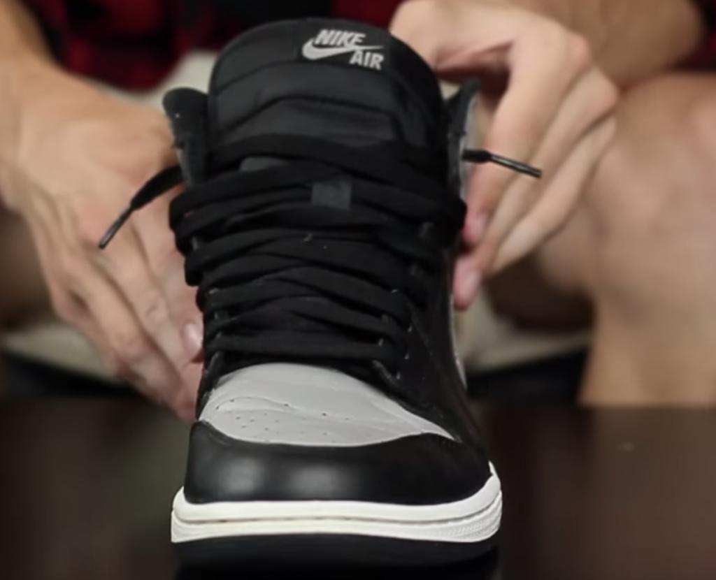 Come allacciare Air Jordan 1: laccio fino al penultimo occhiello e sciolto